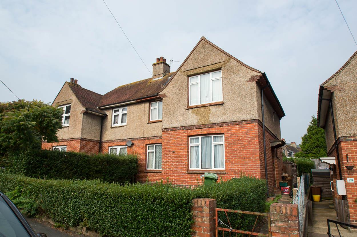 3 Bedrooms Semi Detached House for sale in South Avenue, Eastbourne